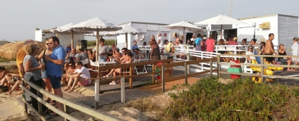 Moreiró Beach Bar & Lounge despede-se do verão com festa branca